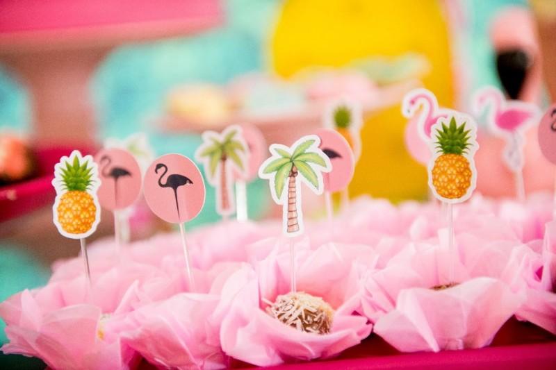 Um Ano Da Lívia | Decoração De Flamingo Brigadeiros
