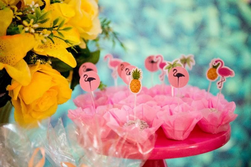 Um Ano Da Lívia | Decoração De Flamingo Brigadeiros Toppers Forminhas