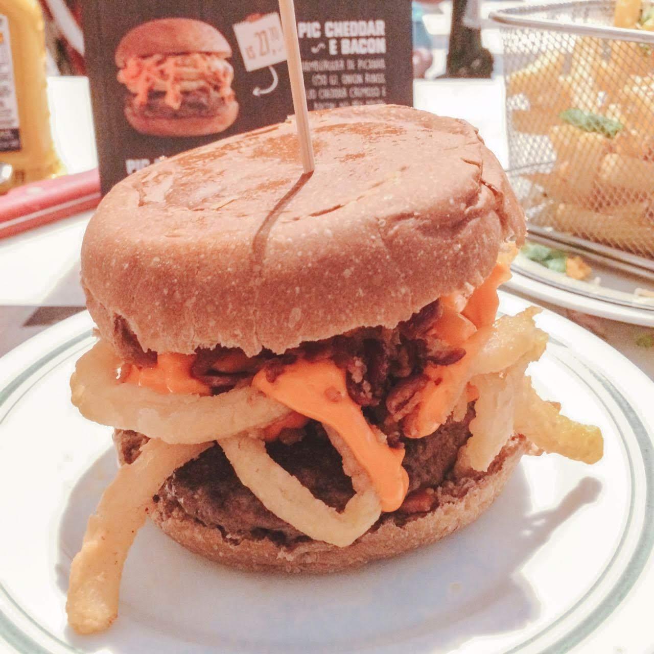 The Fifties Comemora 25 Anos | Com Três Hambúrgueres Novos Pic Cheddar E Bacon