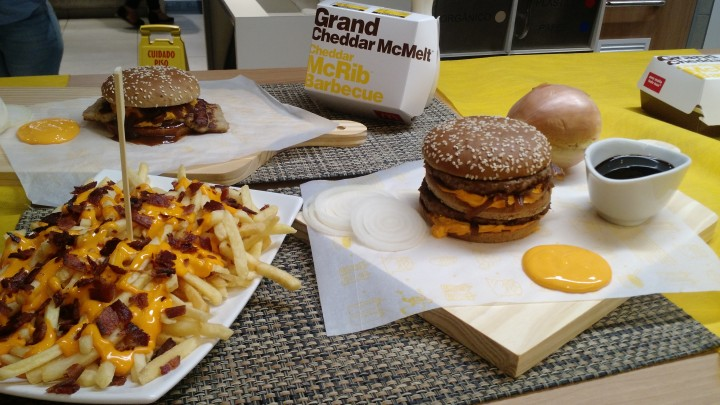 Cheddar McRib Barbecue | Novo Sanduiche Sabor Costela Do Mc Donalds